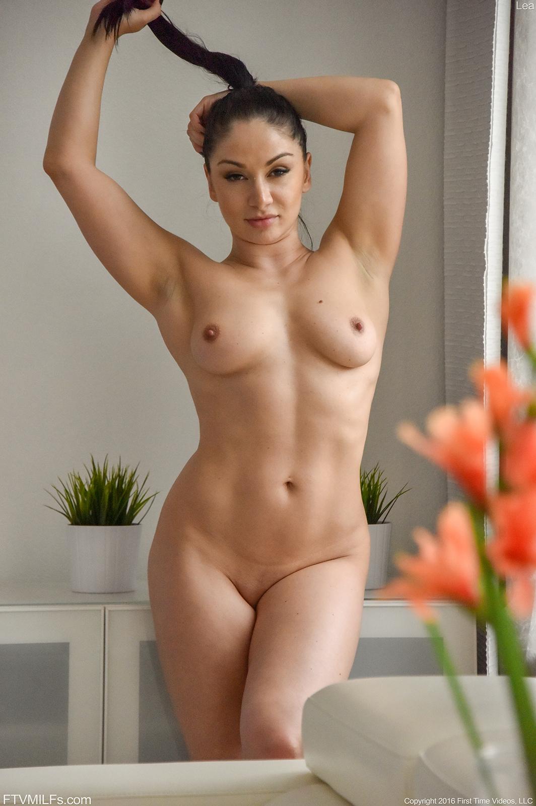 beautiful naked sexy milfs