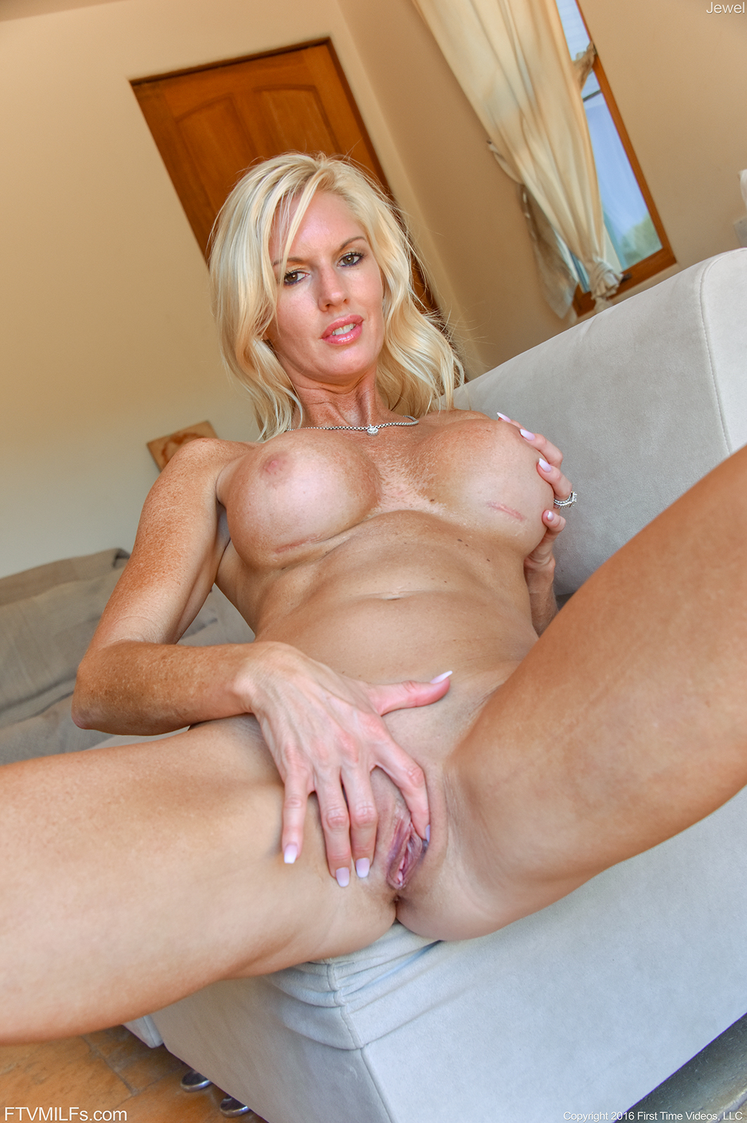 image Sexy blonde yvonne toys her pussy