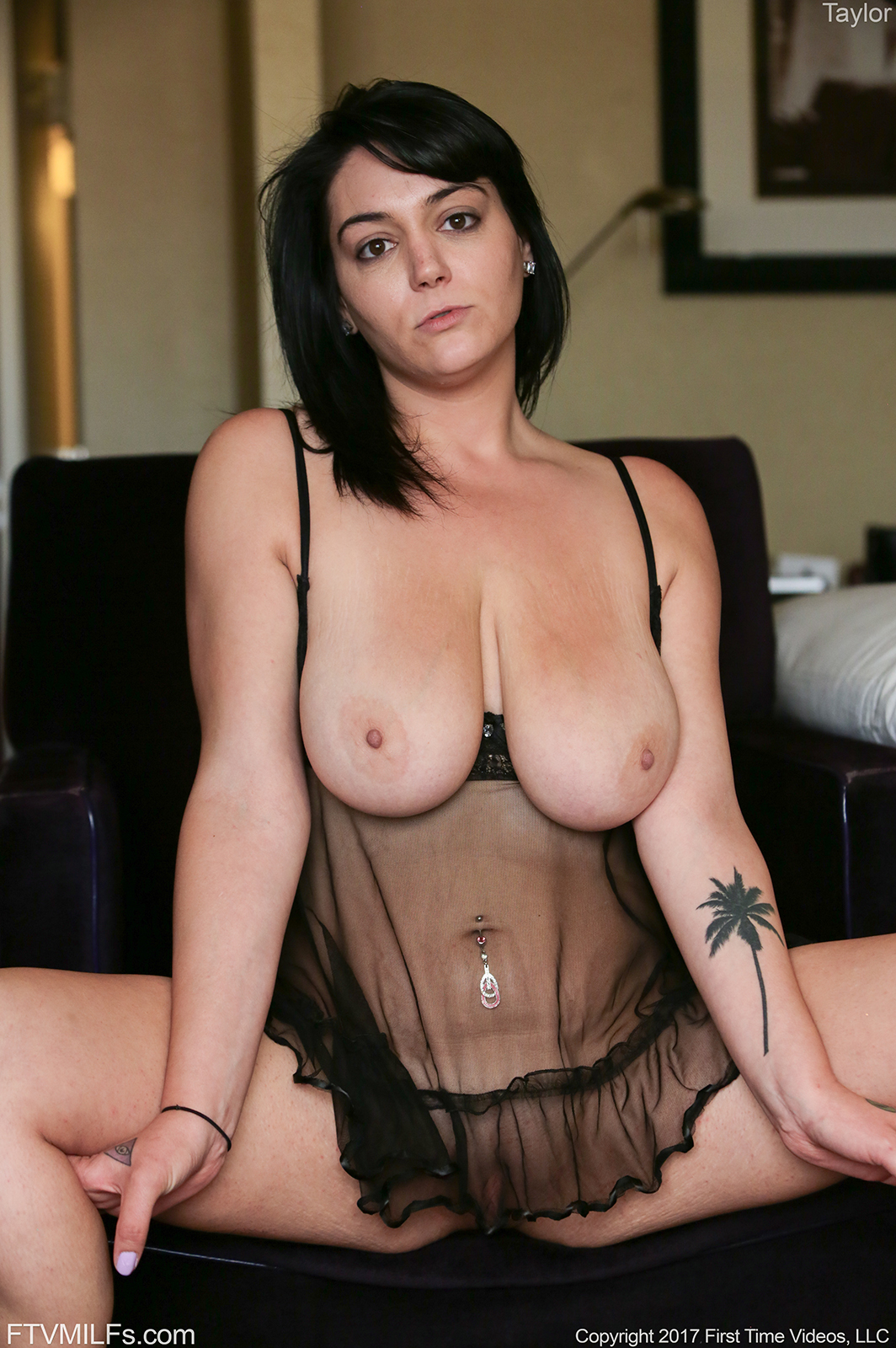 Horny milf having sex with the craftsman 5